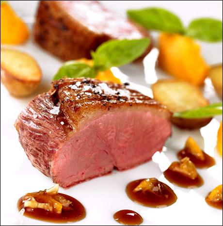 Andebryst med stekte poteter og søtpotetpuré