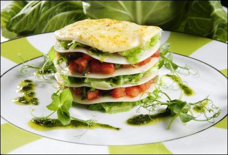 Nykål- og tomatlasagne med basilikumolje
