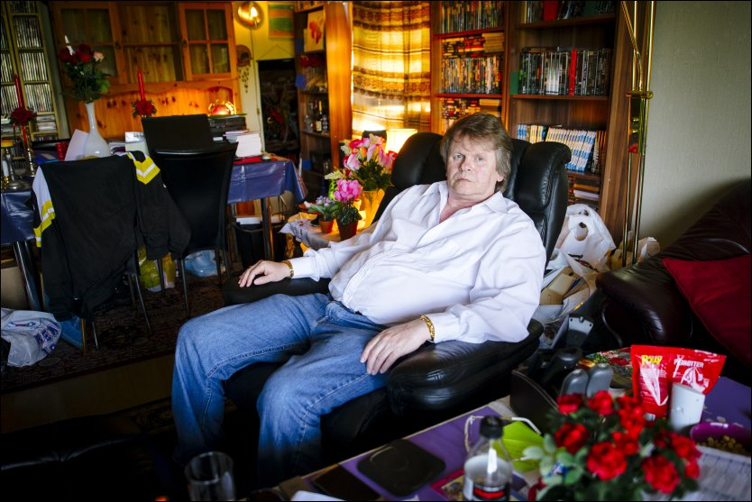 REACTED CASH: Jarl Syvertsen sat in the living room on Vestliveien in Oslo when the police suddenly stood at the door. - Is it really so that you will be exposed to a raid just because you paid cash? asks 59-year-old with a blank slate. Photo: KRISTIAN HELGESEN