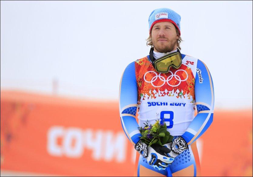 BRONSE: Kjetil Jansrud står på pallen etter bronsen i Sotsji-OL. For nøyaktig ett år og tre dager siden røk Jansrud korsbåndet, men 28-åringen har kjempet seg tilbake. Foto: NTB Scanpix