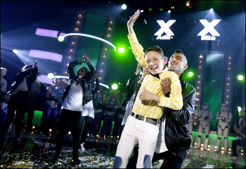 LYKKELIG VINNER: Daniel J. Elmrhari ble kåret til vinneren av finalen i TV2-serien Norske Talenter lørdag kveld. Foto: Kyrre Lien/Scanpix