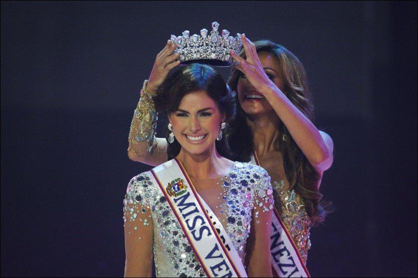 Ivian Lunasol Sarcos Colimenares, ble søndag kronet som vinner av skjønnhetskonkurransen Miss World! thumbnail