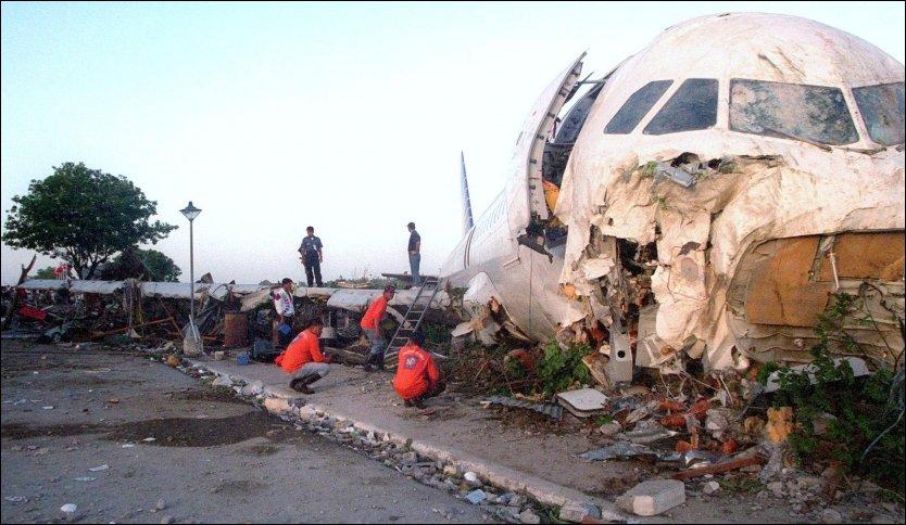 SVARTELISTET: Alle flyselskaper fra Filippinene er svartelistet i EU, til tross for heftige protester fra filippinske myndigheter. Tre mennesker mistet livet da dette flyet fra Philippine Airlines bommet på rullebanen på flyplassen i Bacolod City i 1998. Foto: AP