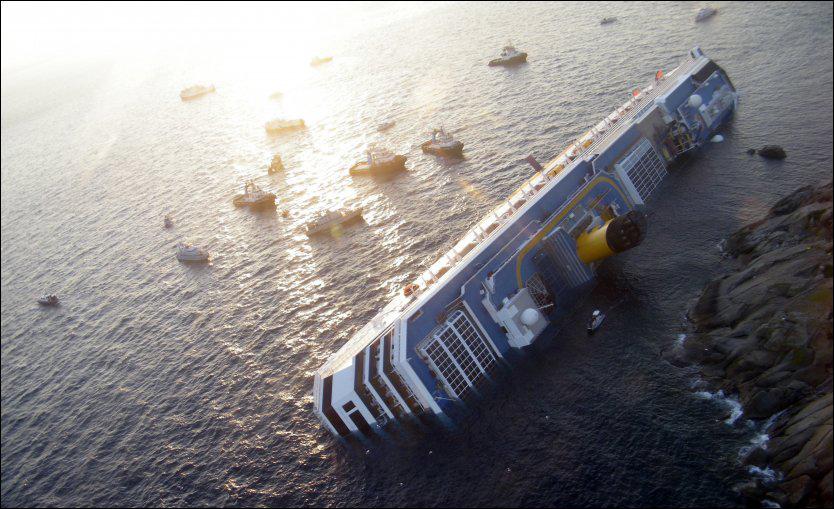 FORLISTE: 3 skal ha omkommet og 40 er fortsatt savnet etter at cruiseskipet kantret lørdag. Foto: Scanpix