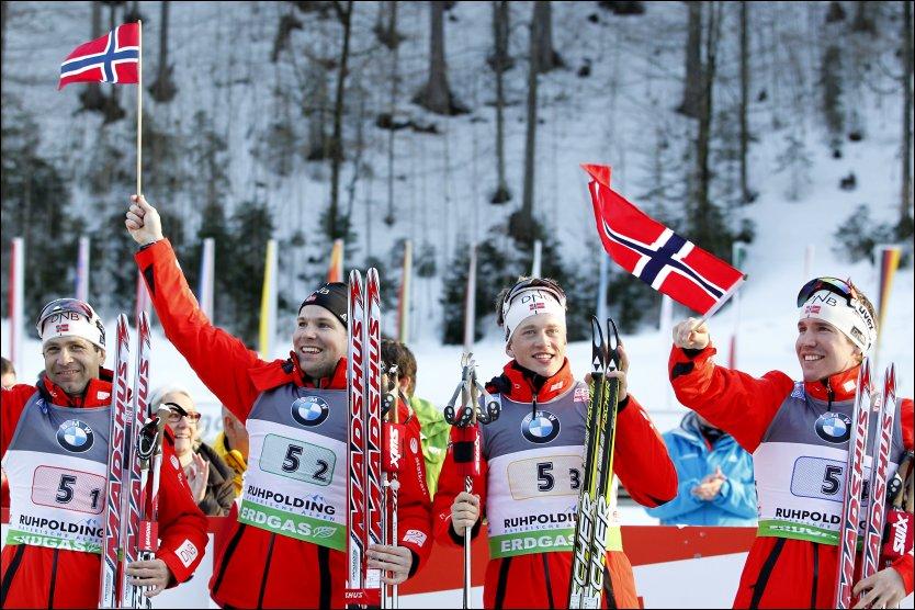 GULLGUTTA: Ole Einar Bjørndalen, Rune Brattsveen, Tarjei Bø og Emil Hegle Svendsen gikk til topps på stafetten i VM i skiskyting fredag ettermiddag. Foto: Scanpix