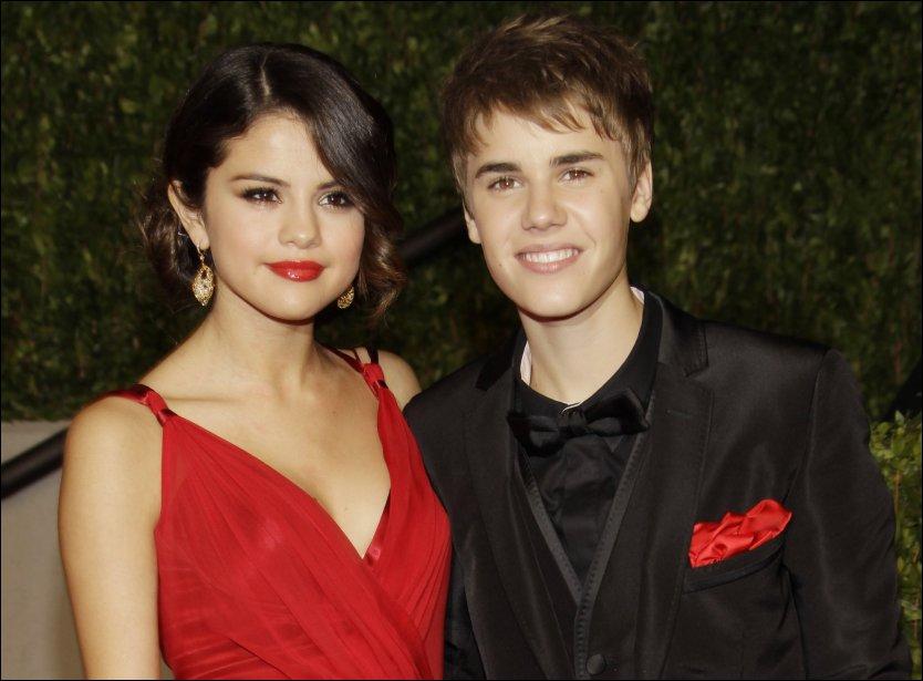 UNGE STJERNESKUDD: Justin Bieber og Selena Gomez skal samarbeide på hennes kommende plate. Foto: AP