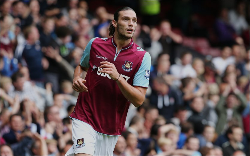 DEBUTERTE: Andy Carroll hadde f&oslash;rste kamp i West Ham-drakten l&oslash;rdag og imponerte de 67 minuttene han var p&aring; banen. Foto: Afp/ ANDREW COWIE
