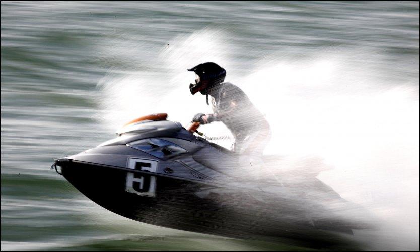 KAN BLI DYR MORO: På poluære turistmål som Phuket og Pattaya risikerer du trøbbel etter å ha leid vannscooter. Utleieren finner en gammel skramme på utstyret og krever erstatning på opp mot 3000 kroner. Nå advarer norske forsikringsselskaper mot jetski-mafiaen. Foto: AFP