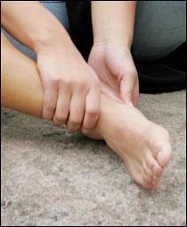 brennende smerter i venstre fot